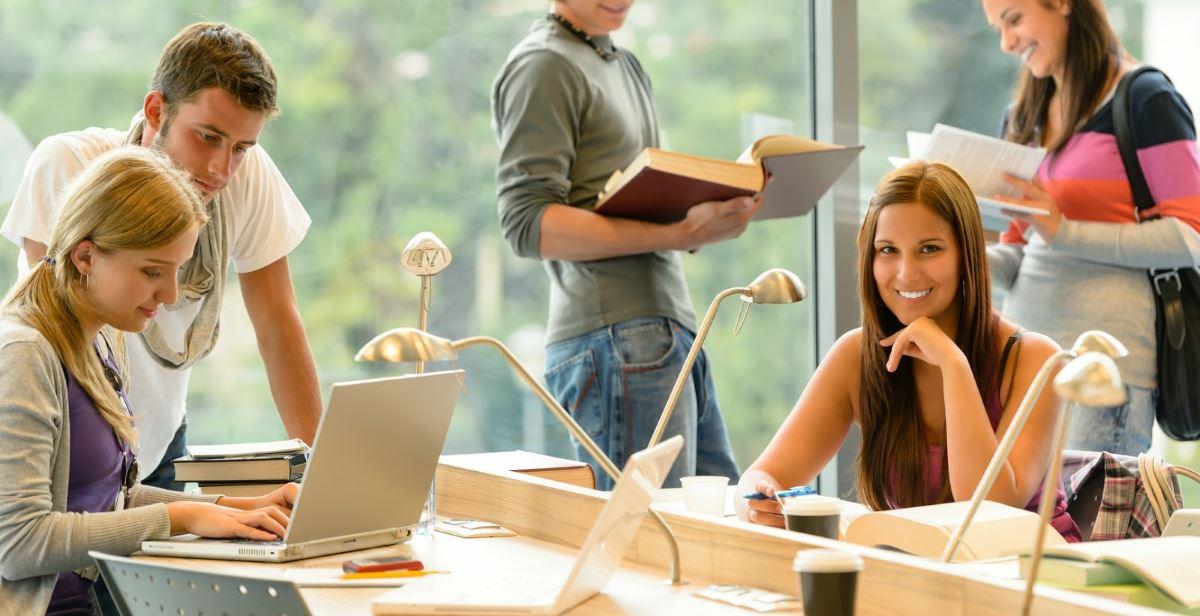 estudiantes-academia-universitaria-1200